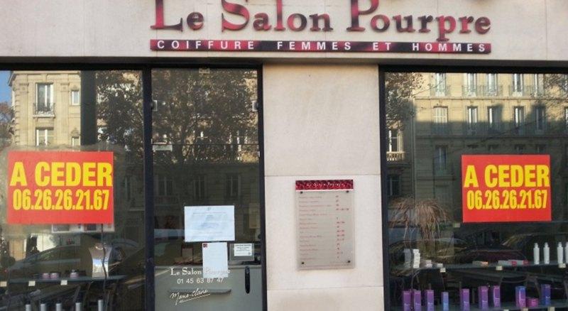 Prix pour les coupes de cheveux des femmes dans le tumulus